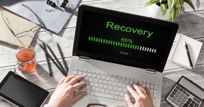data recovery technician awaiting recovery with a three quarter filled loading bar